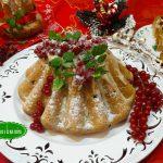 dolci-natalizi-con-glassa-bianca-e-ribes